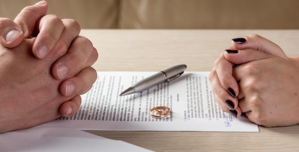 Με συμβολαιογραφική πράξη η λύση γάμου χωρίς εμπλοκή του εισαγγελέα