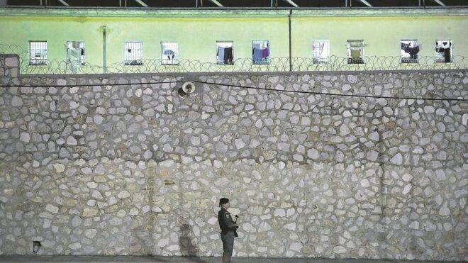 Στην πιο βαθιά απομόνωση οι φυλακές